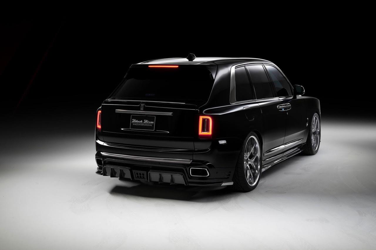 wald-black-bison-rolls-royce-cullinan-body-kit-rear-apron-rear-trunk-spoiler-side-skirt-set-i13f-forged-wheel-studio-rear-angle-2019-2020