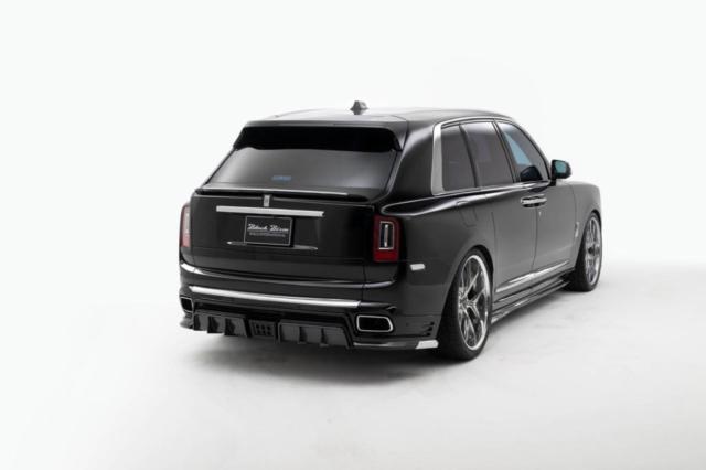 wald-black-bison-rolls-royce-cullinan-body-kit-rear-apron-rear-trunk-spoiler-side-skirt-set-i13f-forged-wheel-rear-angle-2019-2020